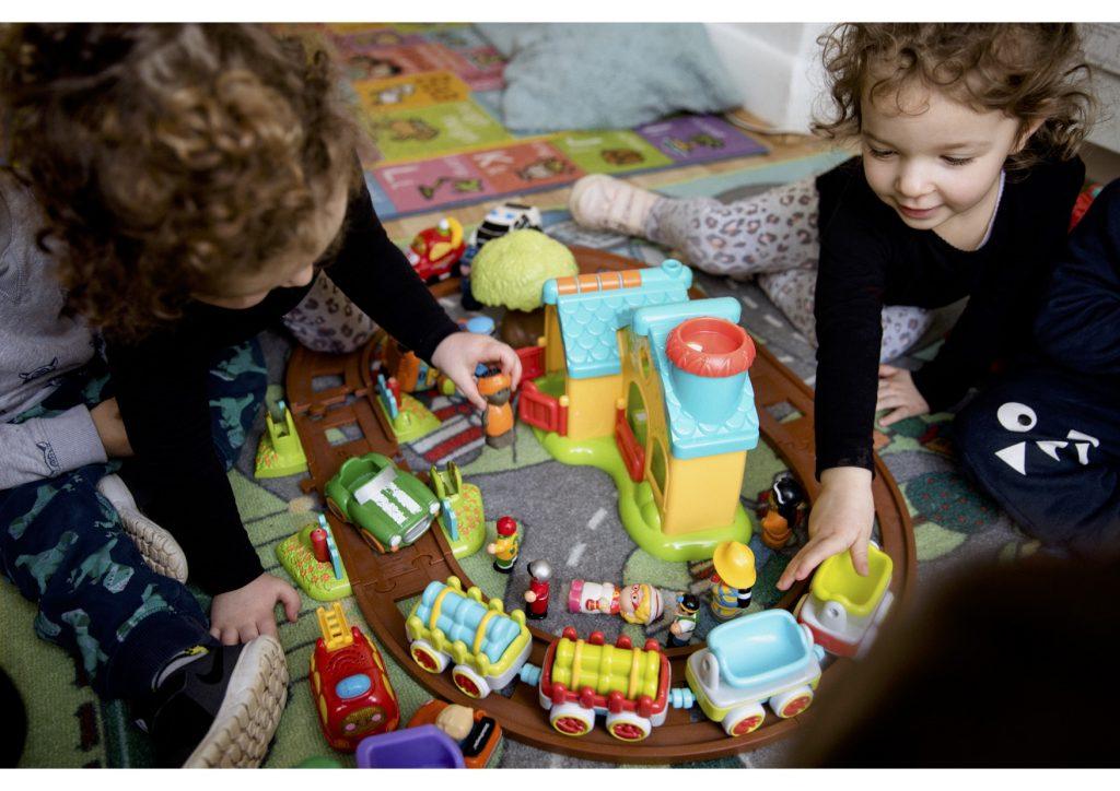2C5A8176 Imaginative play twins